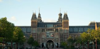 DutchReview-guide-to-30-best-things-to-do-in-Amsterdam-visit-the-Rijksmuseum