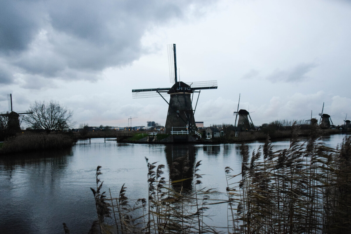photo-of-the-kinderdijk-windmills