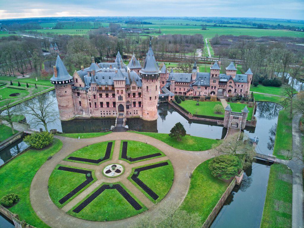 De-Haar-Castle-Utrecht-and-gardens