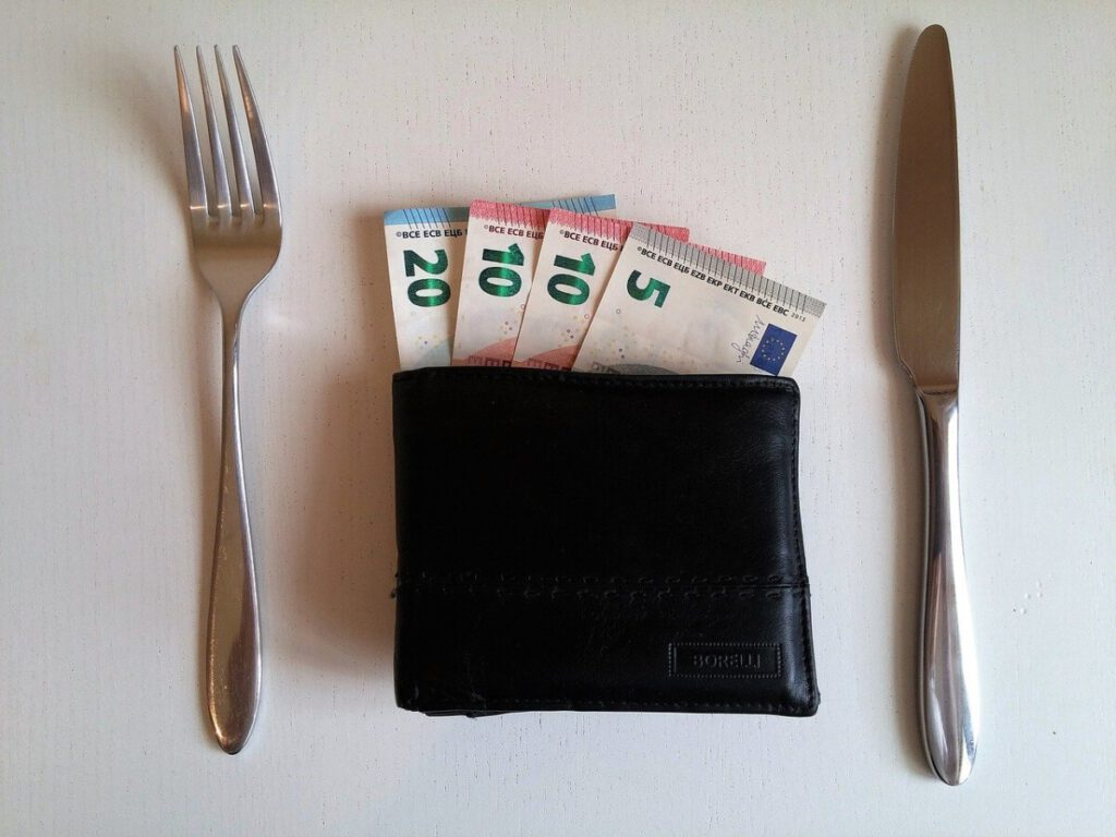 photo of wallet with euros between knife and fork as a tip in the netherlands
