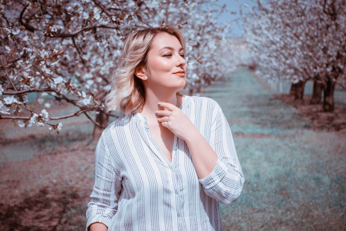 Dutch-woman-next-to-cherry-blossoms-on-King;s-Day
