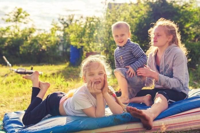 Dutch-children-enjoying-the-sun-in-a-park