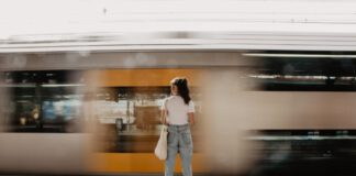photo-woman-waiting-on-train-platform-in-the-netherlands