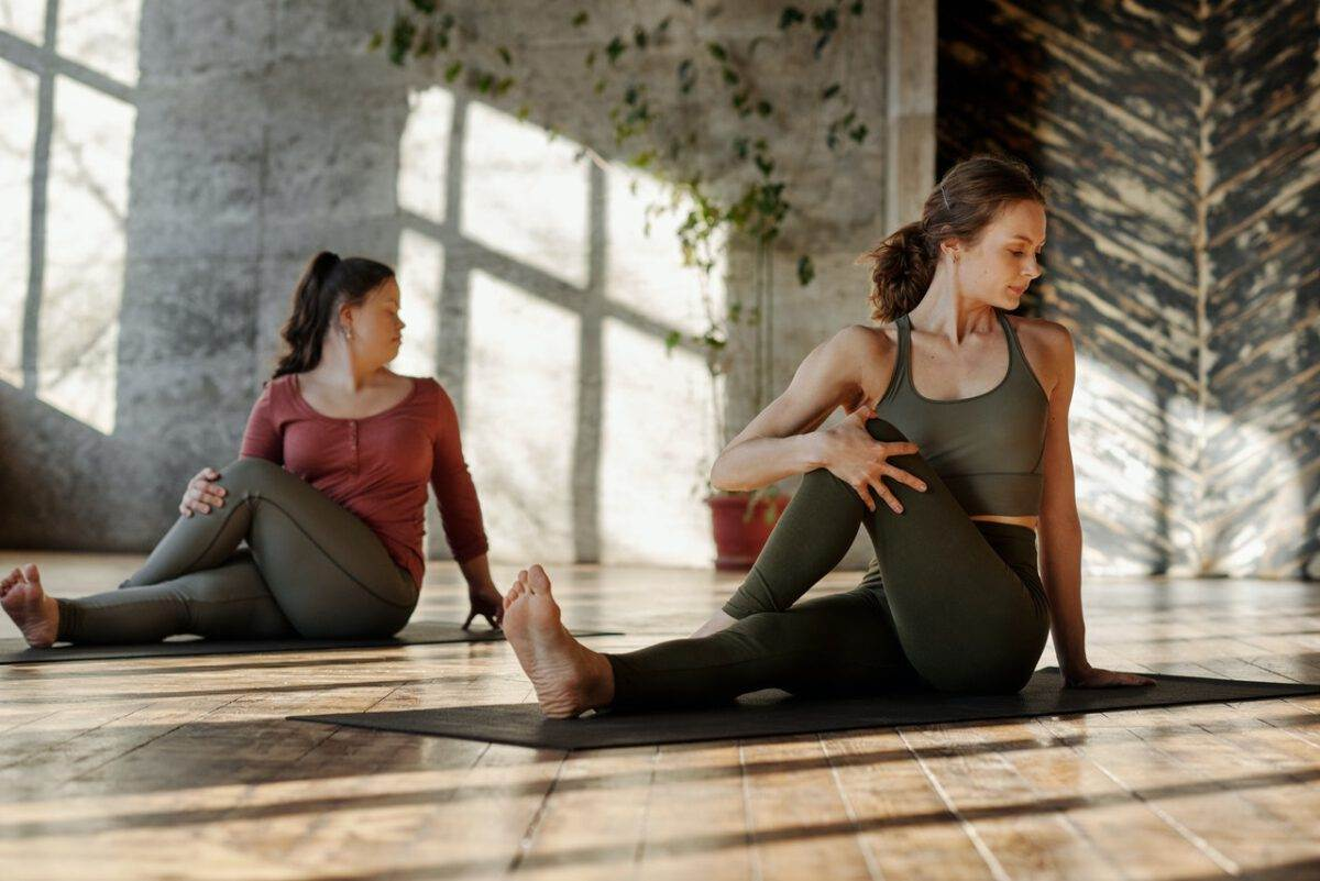 photo-of-women-practicing-yoga-in-the-hague