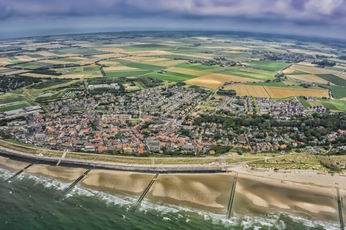 drone-shot-zeeland-from-above-beach-houses